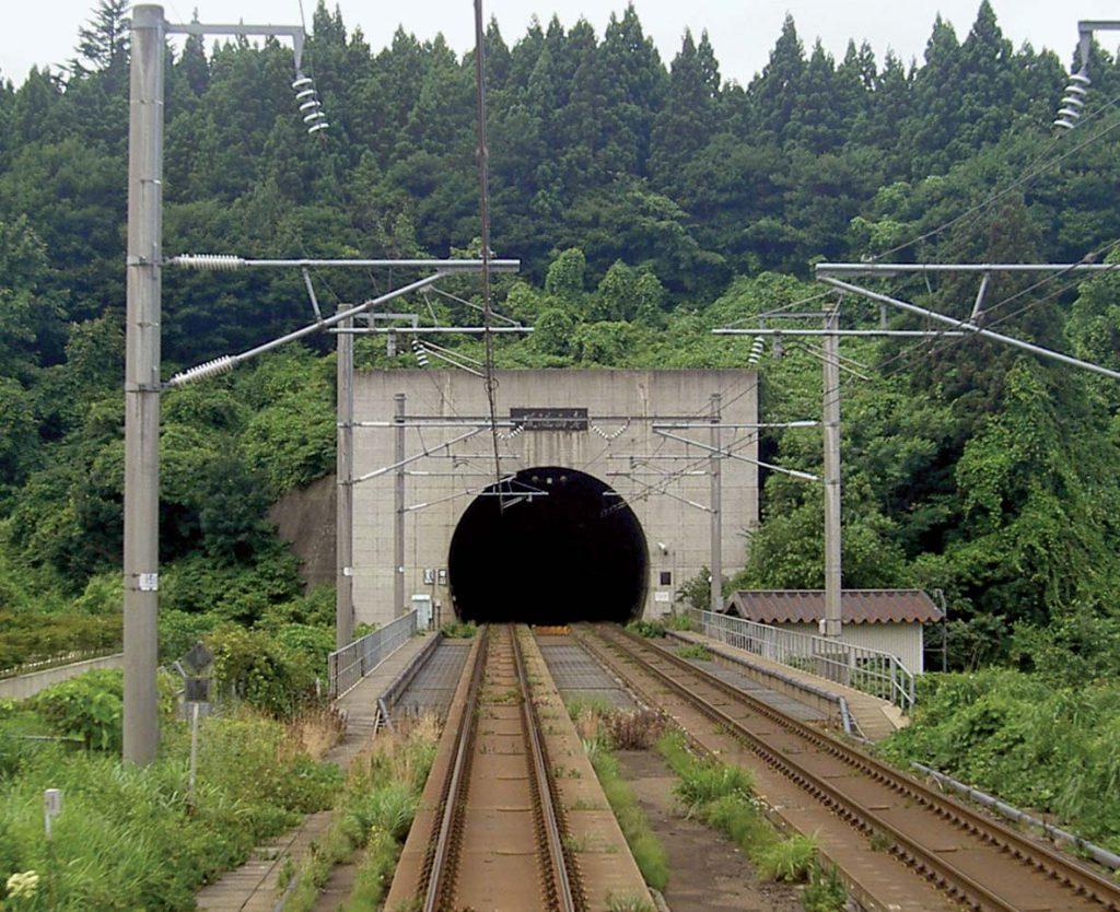 اثر زلزله بر سازه های زیرزمینی و تونل مترو